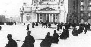 A tomada do Palácio de Inverno pelo Exército Vermelho - Reprodução