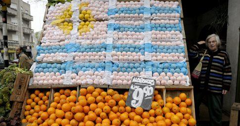 Comércio de frutas no Uruguai - Matilde Campodonico / AP