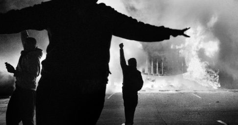 Manifestantes em Ferguson - PHILIP MONTGOMERY