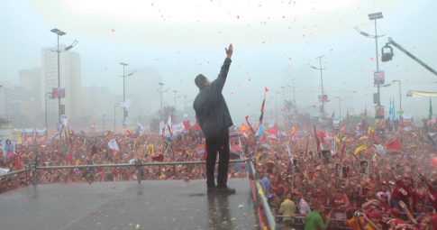 Chávez sob a chuva. Reprodução