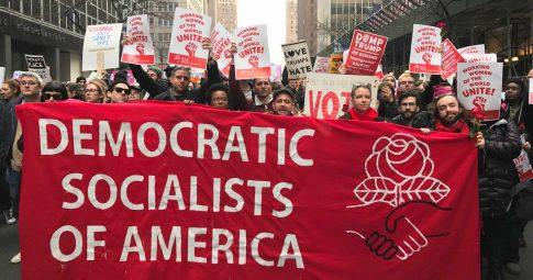 Membros do DSA na Marcha das Mulheres em Nova York em Janeiro de 2017 - Cortesia do DSA