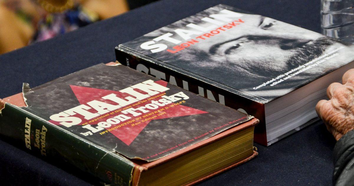 A história da biografia inacabada de Stalin, escrita por Leon Trotsky
