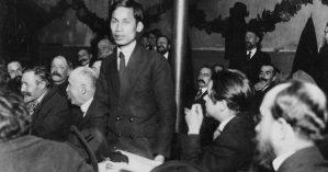 Ho Chi Minh falando no congresso de fundação do PC francês em 1920 - Michael Goebel