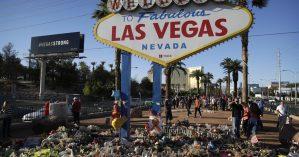 Flores na cidade de Las Vegas em homenagem aos mortos de massacre - The Associated Press