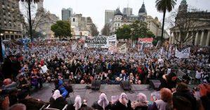 Ato na Plaza de Mayo por Santiago Maldonado - Prensa Obrera/Wikimedia Commons