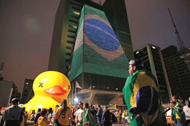 A classe média brasileira e sua relação com o povo e a burguesia