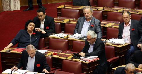A bancada do KKE no parlamento grego - Reprodução