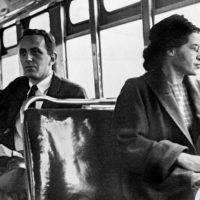 """12 anos sem Rosa Parks, a costureira negra que falou """"não"""" à segregação racial"""