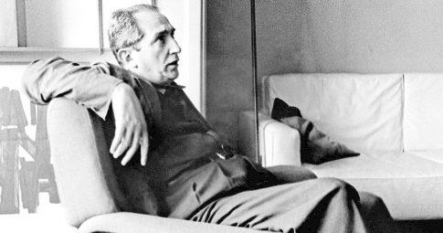 Mário Pedrosa em seu apartamento no Rio, em 1959. Foto: Divulgação/Luciano Martins