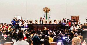 """Angela Davis discursou para um auditório lotado na Bahia em conferência intitulada: """"Atravessando o tempo e construindo o futuro da luta contra o racismo"""" - Andreza Mona / Mídia NINJA"""