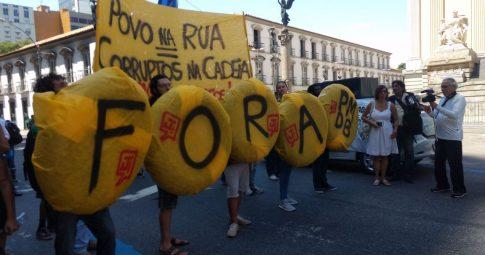 Juntos na concentração para o ato Fora PMDB no Rio de Janeiro