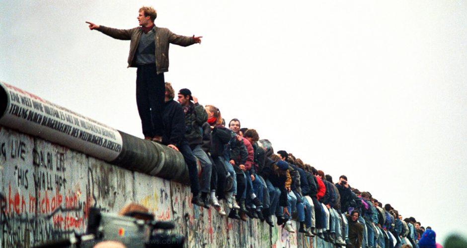 O comunismo derrubou o Muro de Berlim