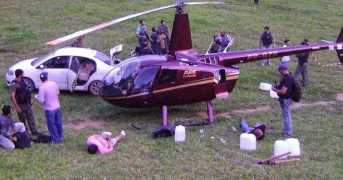 """O famigerado """"helicoca"""", helicóptero pertencente à família de do político e empresário mineiro José Perrella interceptado pela polícia com toneladas de cocaína em 2013 - Reprodução"""