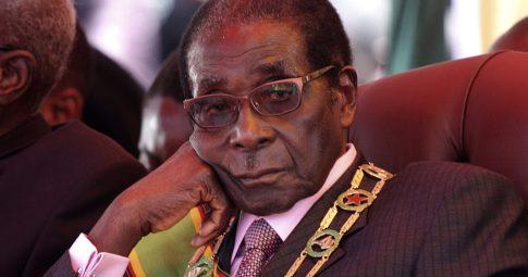 O ex-presidente do Zimbábue Robert Mugabe durante comemorações da independência do país - Reuters