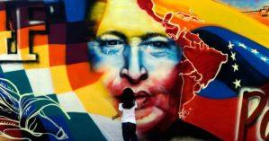 Grafite de Hugo Chávez em rua venezuelana - Reprodução