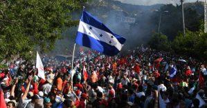 Multidão toma conta das ruas de Tegucigalpa, em Honduras, em apoio ao candidato oposicionista Salvador Nasralla - CNN