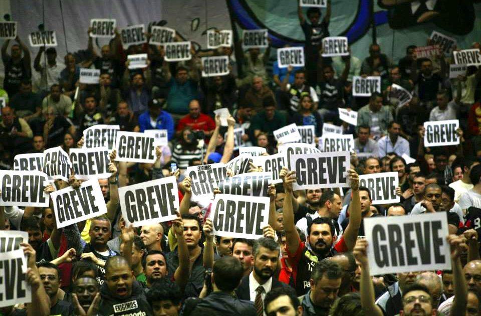 Frente à desmarcação da greve nacional façamos um dia de luta e protestos!
