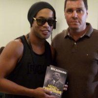 Ronaldinho e o direitista