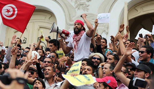 Sete anos depois da Primavera Árabe: a Tunísia volta às ruas contra a austeridade