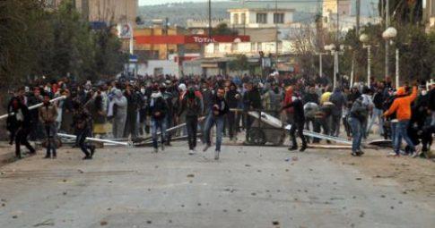 Protestos em Tebourba, na Tunísia, duramente reprimidos, em 9 de janeiro de 2018 - Reprodução