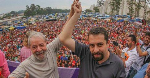 Guilherme Boulos posa ao lado de Lula - Ricardo Stuckert