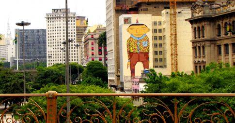 Grafite de Os Gêmeos no centro de São Paulo - Reprodução