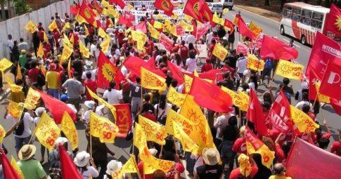 Bandeiras do PSOL. Reprodução
