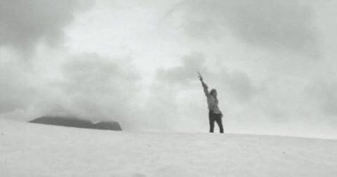 """Cena de """"Terra em Transe"""", Glauber Rocha (1967)."""