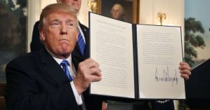 O presidente estadunidene Donald Trump ao declarar a mudança da embaixada de seu país em Israel - Reprodução