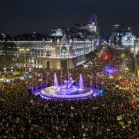Mobilizações crescentes no Reino da Espanha e pesquisas eleitorais favoráveis às direitas