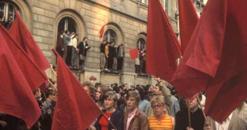 Manifestação em 29 de maio de 1968 em Paris - BRUNO BARBEY/MAGNUM PHOTOS