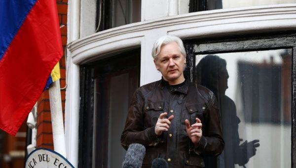 Intelectuais lançam carta aberta pela reconexão de Julian Assange