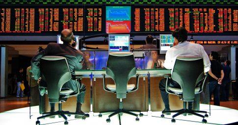 Investidores na Bolsa de Valores de São Paulo - Reprodução
