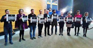 Eurodeputados de esquerda, entre eles Miguel Urban, prestam solidariedade a Marielle Franco no Parlamento Europeu - Reprodução