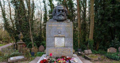 Túmulo de Karl Marx no cemitério de Highgate em Londres - Reprodução