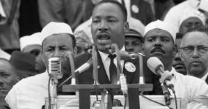 "Martin Luther King pronuncia seu discurso ""I Have a Dream"" em 1963 em Washington - Associated Press"