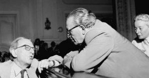 György Lukács e Árpád Szakasits, ex Presidente húngaro, na Central House of the People's Army a 27 de junho, 1956. Foto de Samai Antónia/hirado.hu