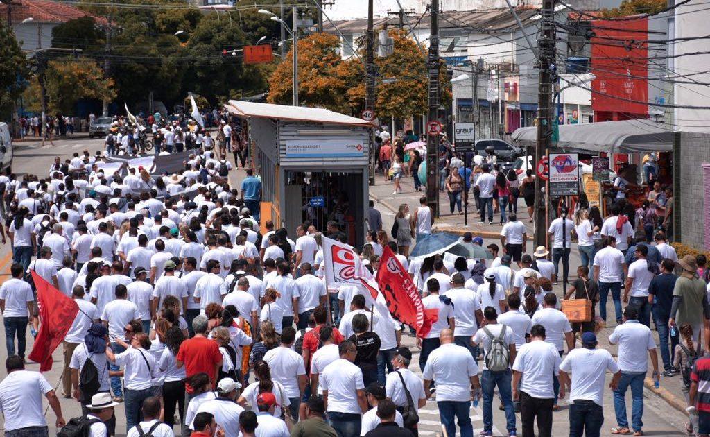 Manifestação contra demissão do Presidente do SINPOL-PE leva 2 mil às ruas do Recife