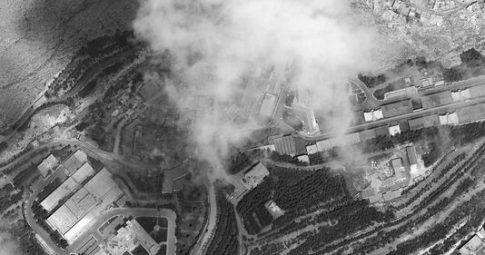 Alvo é atingido em Damasco após ação militar estadunidense - DigitalGlobe, via USA TODAY Network