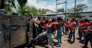 Polícia reprime familiares de vítimas de massacre em Carabobo - Reprodução