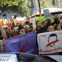 Chomsky e uma centena de académicos exigem libertação de presos políticos catalães