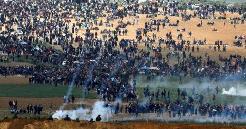 Palestinos são atacados por forças israelenses na última sexta-feira - Amir Cohen / Reuteurs.