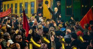 Imagem colorida da chegada de Lênin na Estação Finlândia - Reprodução