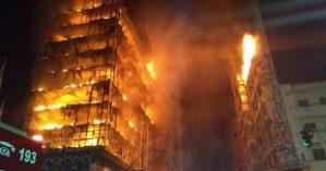Incêndio em prédio de 24 andares na região central de São Paulo. Foto: Corpo de Bombeiros de SP/Divulgação