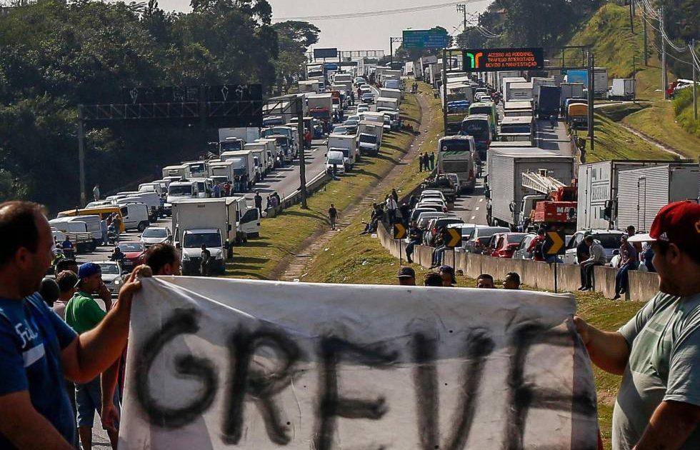 Contra o desmonte da greve, estamos com os caminhoneiros