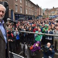 A ascensão de Jeremy Corbyn, trabalhista rebelde