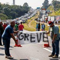 Caminhoneiros dobram o governo Temer e a mídia burguesa