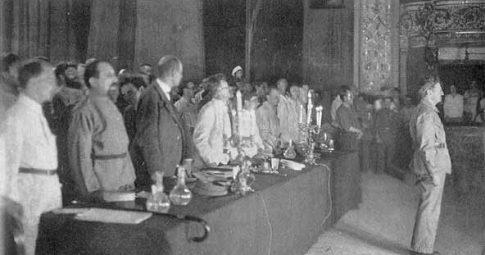 Trotsky em pronunciamento na abertura do II Congresso da Internacional Comunista, em 1920 - Reprodução