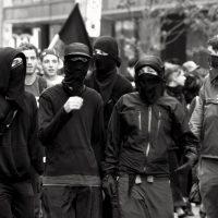 Debate em torno dos Black-blocs: Violência revolucionária de massas ou revolta minoritária…