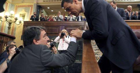 Rajoy caiu, que caia sua política!